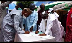 Embedded thumbnail for Cérémonie officielle de remise de 3999 tonnes de céréales par la CEDEAO au Nigéria ce 22 août 2020
